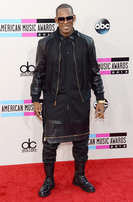 r-kelly-amas-2013-red-carpet-600
