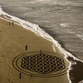 ANDRES AMADOR // BEACH ART