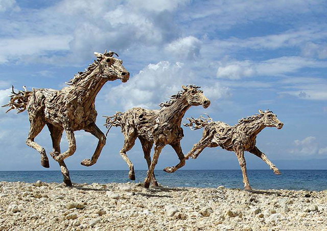 galloping-horses-made-from-driftwood-by-james-doran-webb-3