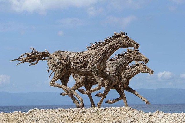 galloping-horses-made-from-driftwood-by-james-doran-webb-4
