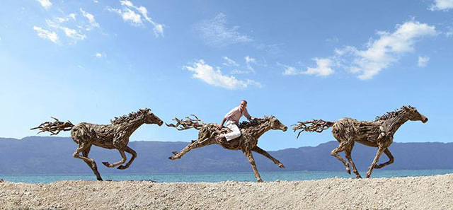 galloping-horses-made-from-driftwood-by-james-doran-webb-5