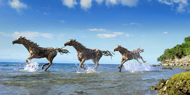 galloping-horses-made-from-driftwood-by-james-doran-webb-6