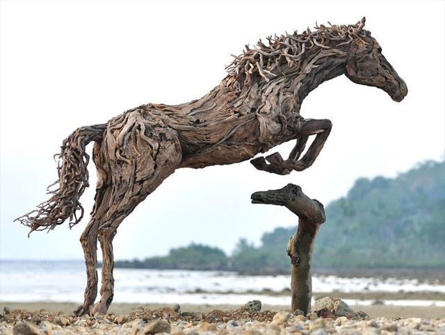galloping-horses-made-from-driftwood-by-james-doran-webb-8