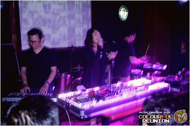 05.-Penampilan-DZYTRK-bersama-Geraldine,-additional-vocalist-yang-tak-hanya-suaranya,-penampilannya-pun-begitu-memukau