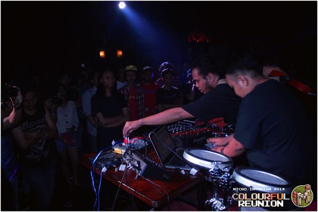 08.-Berkolaborasi-dengan-beberapa-musisi-chiptune-ternama-lainnya,-The-Listrix-tampil-nyetrum-malam-itu