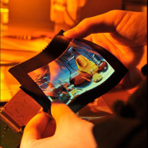 TECHNOLOGY // FLEXIBLE ROLLABLE OLED