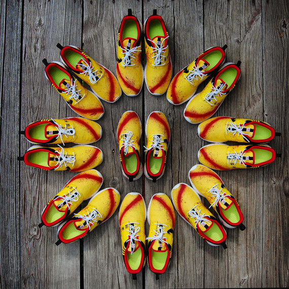 nike-roshe-run-kill-bill-customs-by-gourmetkickz-05-570x570