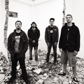 BAND REVIEW // BERSIMBAH DARAH