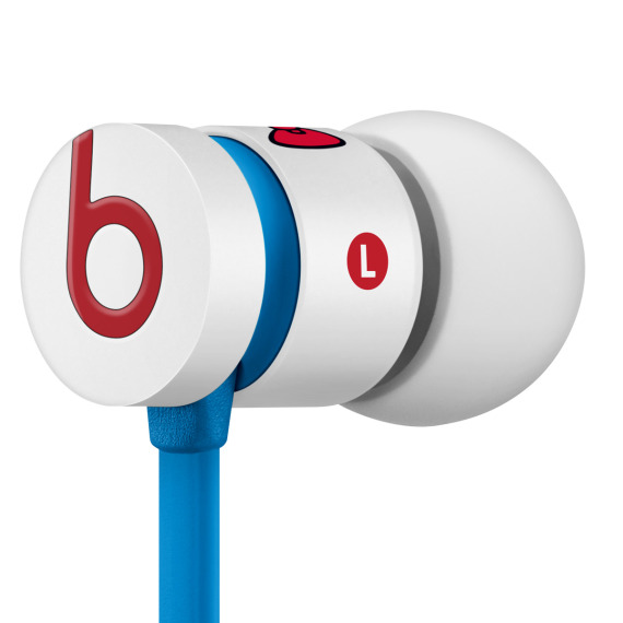 hello-kitty-beats-by-dr-dre-urbeats-earphones-05-570x570