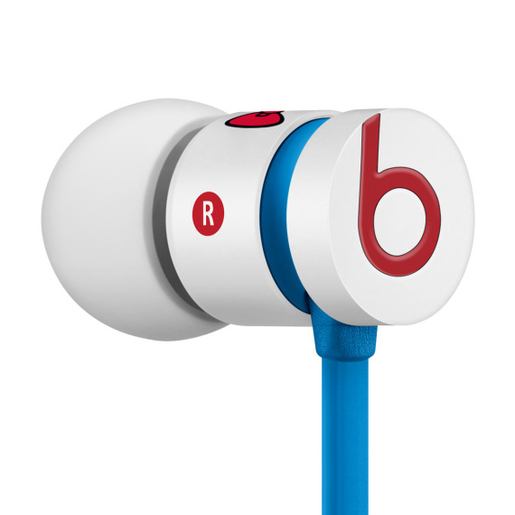 hello-kitty-beats-by-dr-dre-urbeats-earphones-18-570x570