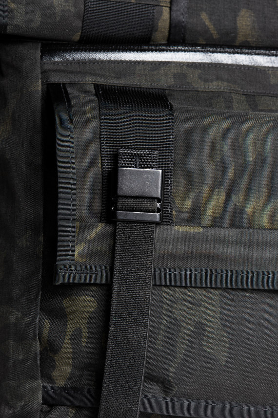 mission-workshop-black-camo-series-limited-edition-messenger-bag-10-570x855