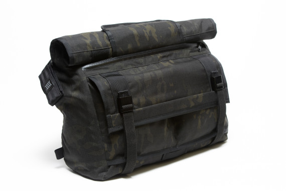 mission-workshop-black-camo-series-limited-edition-messenger-bag-11-570x380