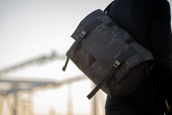 mission-workshop-black-camo-series-limited-edition-messenger-bag-12-570x380