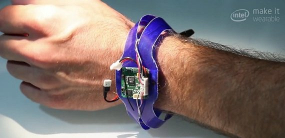 nixie-wrist-wearable-flying-drone-prototype-4-570x276
