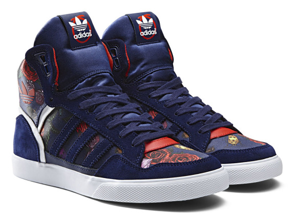rita-ora-adidas-originals-fall-winter-2014-spray-roses-pack-10-570x434
