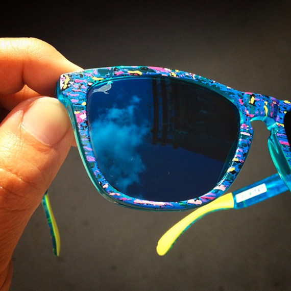 staple-liberty-oakley-frogskins-sunglasses-available-now-02