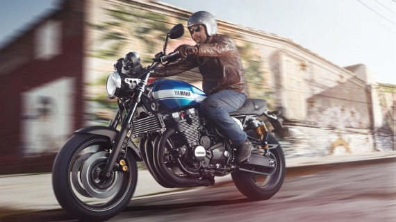 2015-Yamaha-XJR1300-EU-Power-Blue-Action-002-570x320