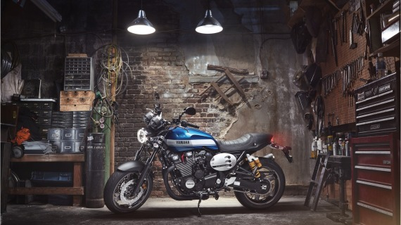 2015-Yamaha-XJR1300-EU-Power-Blue-Static-001-570x320