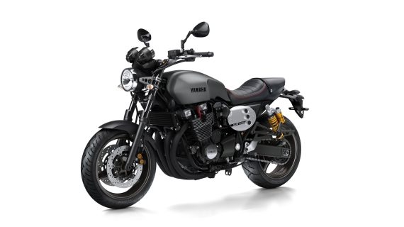 2015-Yamaha-XJR1300-EU-Power-Blue-Studio-002-570x320