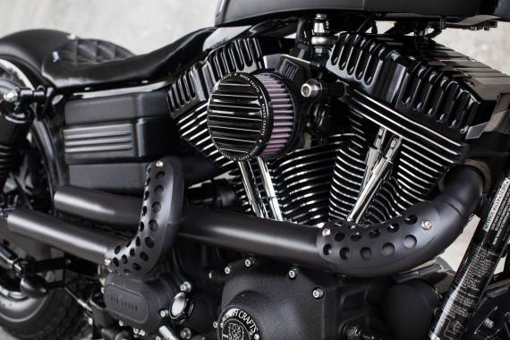 harley-davidson-2009-fat-bob-dyna-guerilla-by-rough-crafts-07-570x380