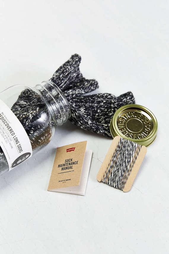 levis-48-needle-sock-jar-004-570x855