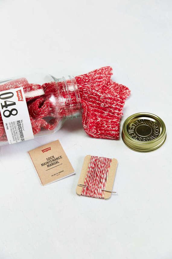 levis-48-needle-sock-jar-008-570x855
