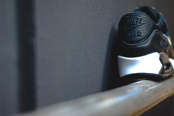 nike-air-max-90-premium-black-ivory-07-570x381