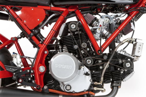 deus-dreamliner-custom-motorcycle-powered-by-ducati-3-570x380
