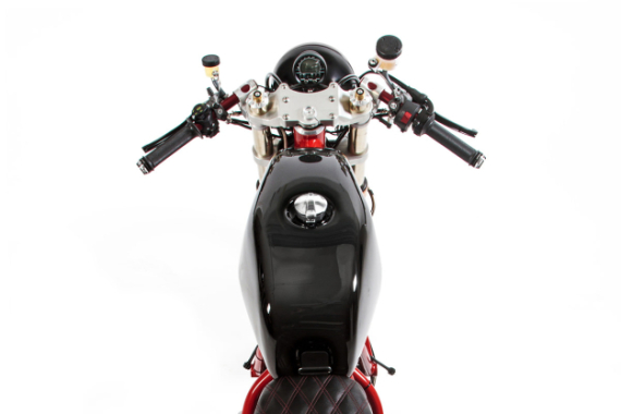 deus-dreamliner-custom-motorcycle-powered-by-ducati-7-570x380