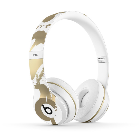 chen-man-beats-by-dre-chinese-new-year-solo2-headphones-03-570x565
