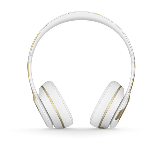 chen-man-beats-by-dre-chinese-new-year-solo2-headphones-05-570x505