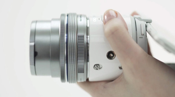 olympus-air-a01-smartphone-camera-lens-02-570x316