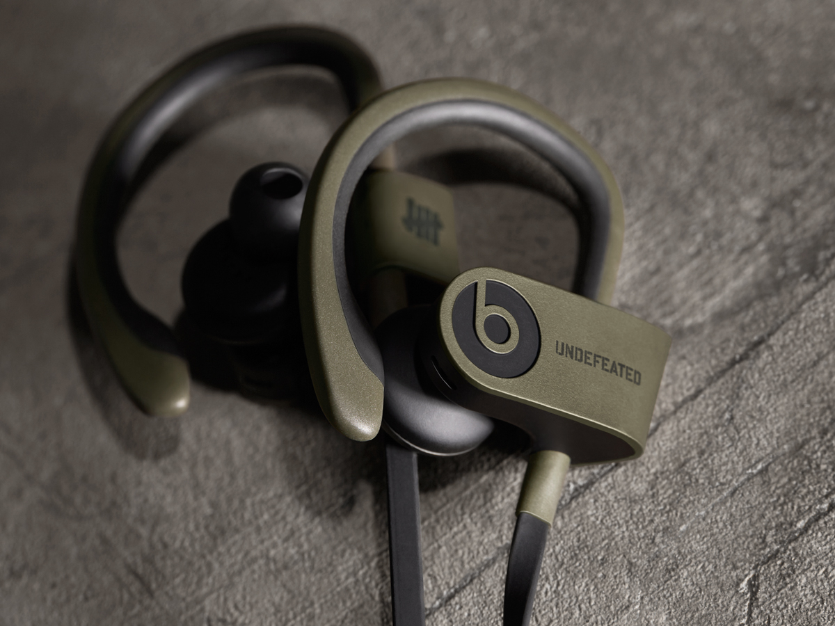 undefeated-by-beats-by-dre-powerbeats2-wireless-in-ear-headphones-04