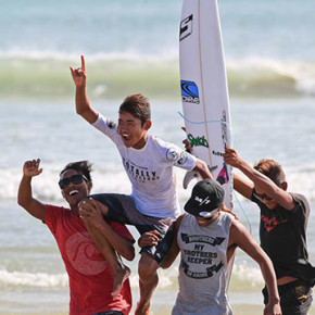 VOLCOM'S TOTALLY CRUSTACEOUS TOUR 2016 // CROWNS CHAMPIONS AT KUTA BEACH IN SEASON FINALE