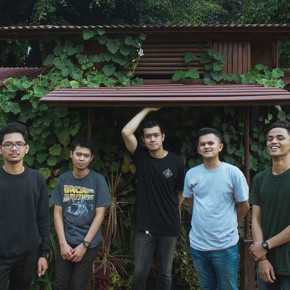 "WRITE THE FUTURE MELEPAS  SINGLE ""WRITE YOU OFF""  SEBAGAI PENGANTAR ALBUM TERBARU"