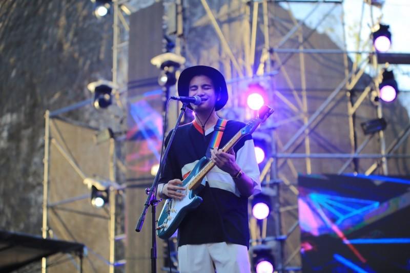 Penampilan Phum Viphurit di panggung Soundrenaline 2018 (3)