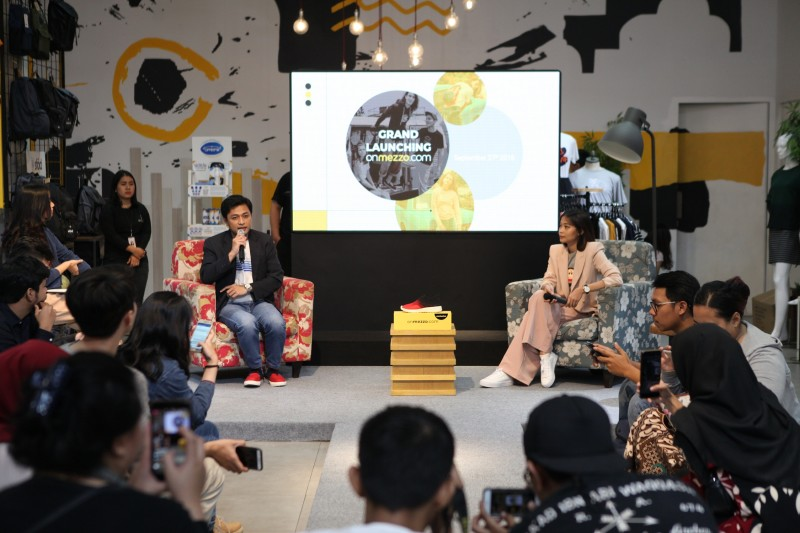 Dari kiri ke kanan: Ihsan Wahab, Head of E-commerce Metroxgroup dan Chianty Gunawan, fashion blogger dan e-commerce enthusiast.