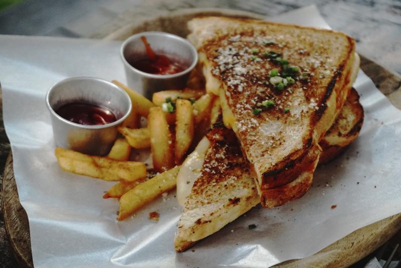 Warung-Belawa-Sandwich-Kingkpin-Chicken