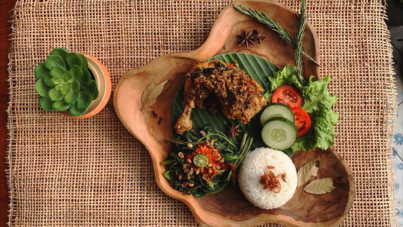 Gong-Corner-Batu-Belig-Nasi-Ayam-Betutu