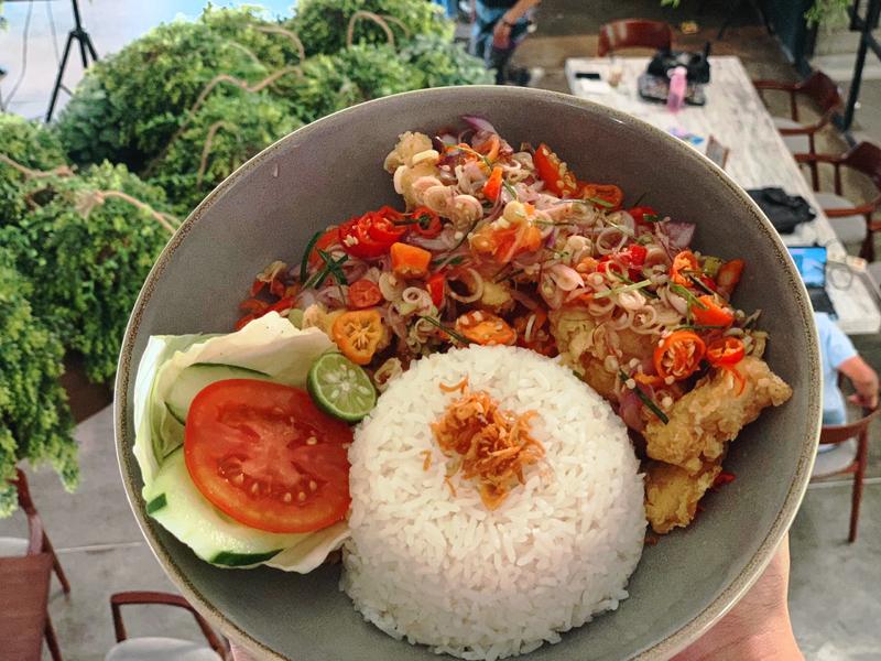 Loh-Coffee-Eatery-Ayam-Goreng-Loh