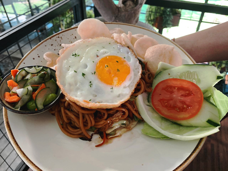 Loh-Coffee-Eatery-Mie-Goreng-Ayam