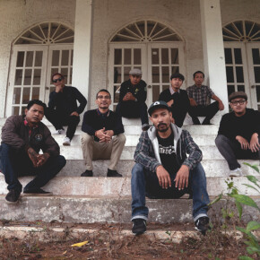 """THE CLOVES AND THE TOBACCO // VIDEO MUSIK """"DENTING GELAS AKHIR PEKAN"""""""