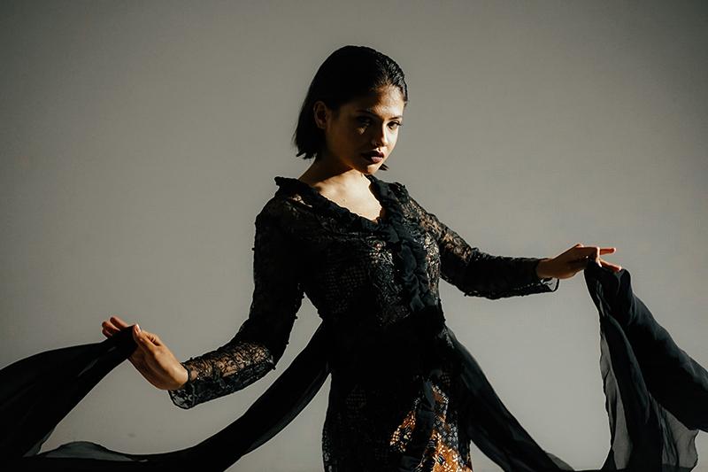 Sara Fajira -Body