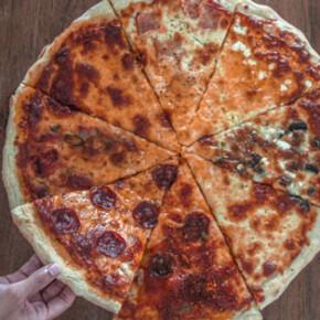 PIZZA ON ALLEY // TEMPAT MAKAN PIZZA BERNUANSA TONGKRONGAN DI DAERAH DENPASAR